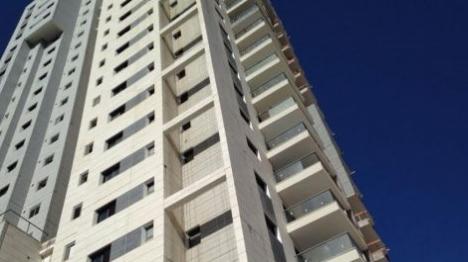 בניין רב קומות בפתח תקווה (דן אביב, חדשות 24)
