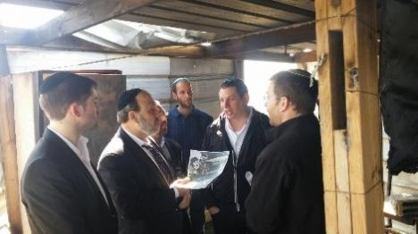 שר הדתות סייר בבית הכנסת שהוצת