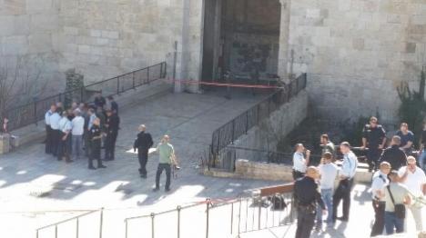 פיגוע בשער שכם: שני שוטרים נפצעו
