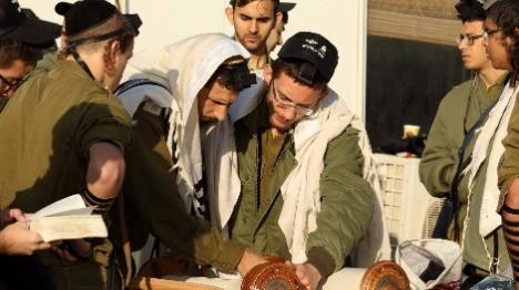 """ח""""כ בר לב: חיילים שמברכים הגומל - זאת הדתה"""