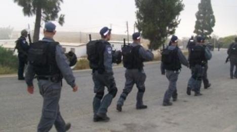 אלימות משטרתית ומעצרים בפשיטה ביצהר