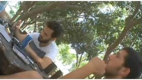 אנשי שוברים שתיקה מתחקרים פעיל עד כאן. ארכיון  (צילום מסך מערוץ 2)