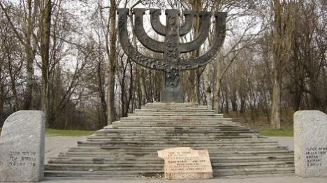 קייב: חוללה אנדרטת הקדושים בבאבי יאר