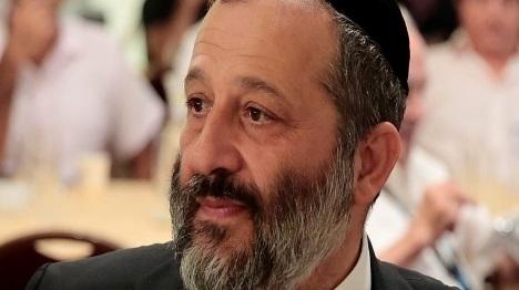 דרעי חיזק מעמדם של 2,000 ערבים בישראל
