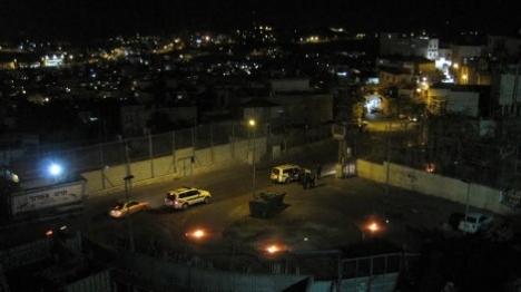 תיעוד: בקבוקי תבערה בוערים סמוך לאריאל בשומרון