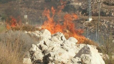 ערבים תוקפים כוחות כיבוי בבירה