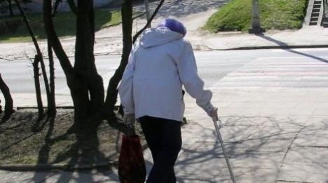 המצלמות חשפו: עובדים זרים התעללו בקשישים