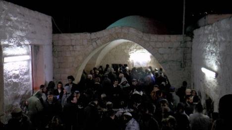 אלפים התפללו בקבר יוסף ובמערת המכפלה