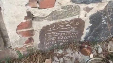 פולין: בתים בנויים ממצבות יהודים