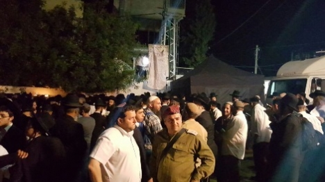 למעלה מ-10,000 יהודים התפללו הלילה בכיפל חארס