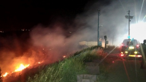 בשל פצצת תאורה: שריפה בנגוהות