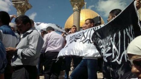 מאות ערבים מעזה בדרכם להר הבית