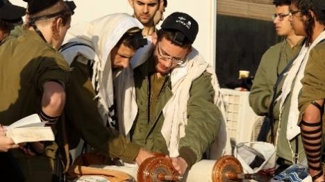 """בני ישיבות ששירתו בתותחנים קוראים לצה""""ל לפעול למען קדושת המחנה"""