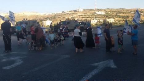מחאת תושבים: נחסם הכפר בו גדל המחבל