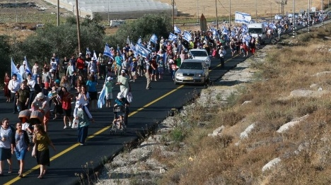 """מאות צועדים: """"להילחם ביד קשה בטרור"""""""
