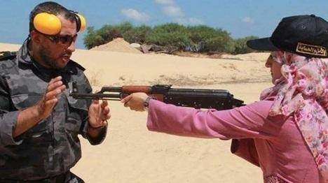 ערביות בעזה מתכוננות ללחימה מול ישראל