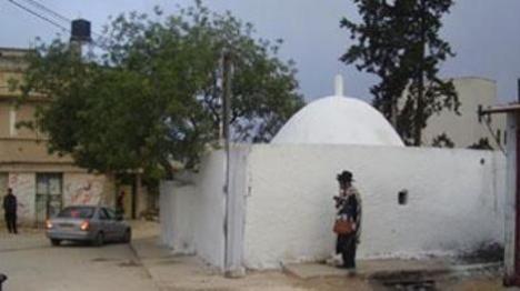 מאות פקדו את הקברים בכיפל חארס