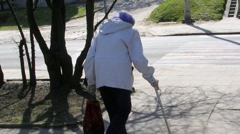 עובדת זרה קשרה קשישה
