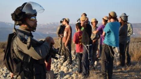בתגובה להצתה: עשרות תושבים מחו