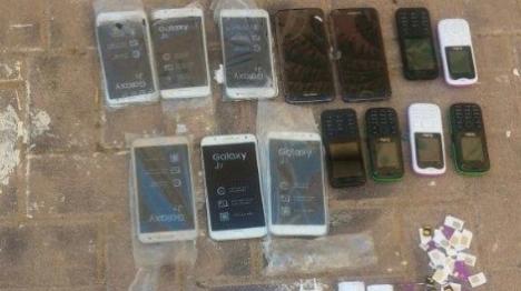 נתפסו טלפונים שהוברחו לכלא אשל