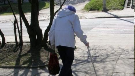 עובדת זרה תקפה קשישה ניצולת שואה