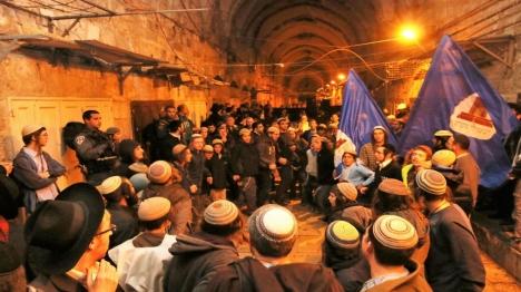מאות בתפילה להצלת עמונה בשערי הר הבית