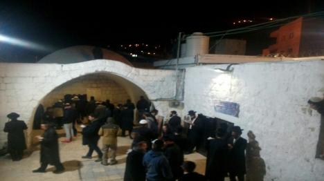 הלילה: מאות נכנסו לקבר יוסף