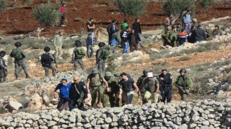 מטיילים ניצלו מלינץ' בכפר ערבי - ונעצרו