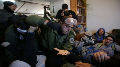 אלימות שוטרים נגד מתיישבים (הלל מאיר, tps)