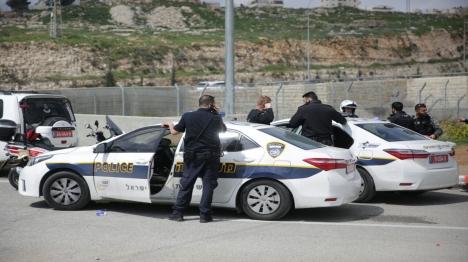 ירושלים: ערבי דרס שוטר