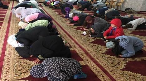 הילדים במסגד (צילום: ערץ 20)