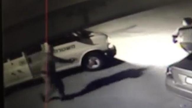 ערבי תקף שוטרים בסכין ונהרג