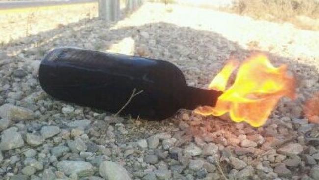 בקבוק תבערה שהשליכו ערבים על אוטובוס בגוש עציון